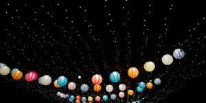 Цветные фонарики как иллюстрация дублирования