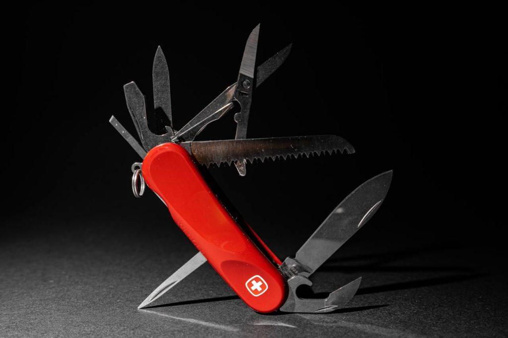 Швейцарский нож - символ универсальности
