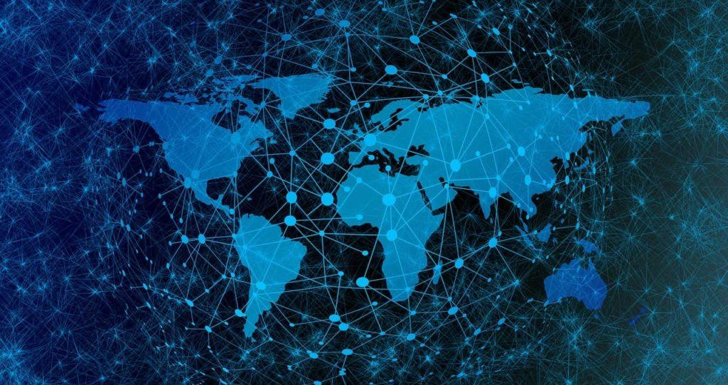 Карта мира, окутанная паутиной сетей с узлами